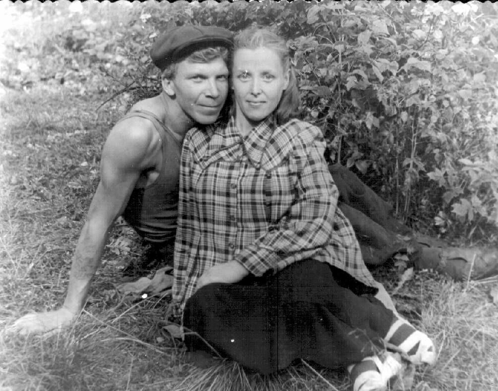 Родители сына с служанкой 9 фотография