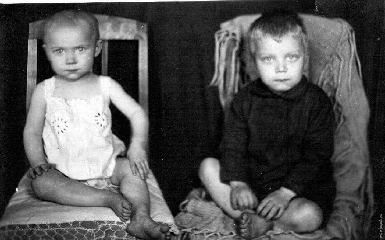 Родители сына с служанкой 13 фотография